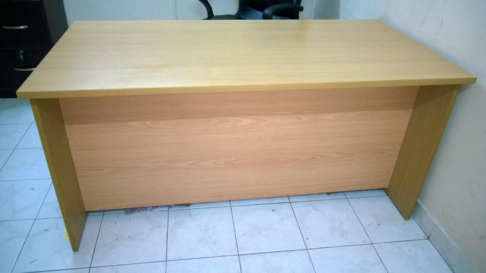 Bàn văn phòng thanh lý 0098