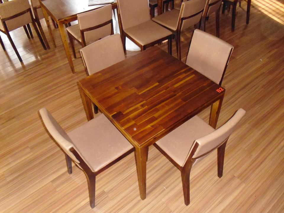 Thanh lý bàn ghế gỗ vuông nhà hàng 0218