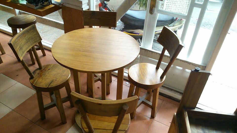 Thanh lý bàn ghế cafe gỗ thông Mỹ mặt tròn 0295