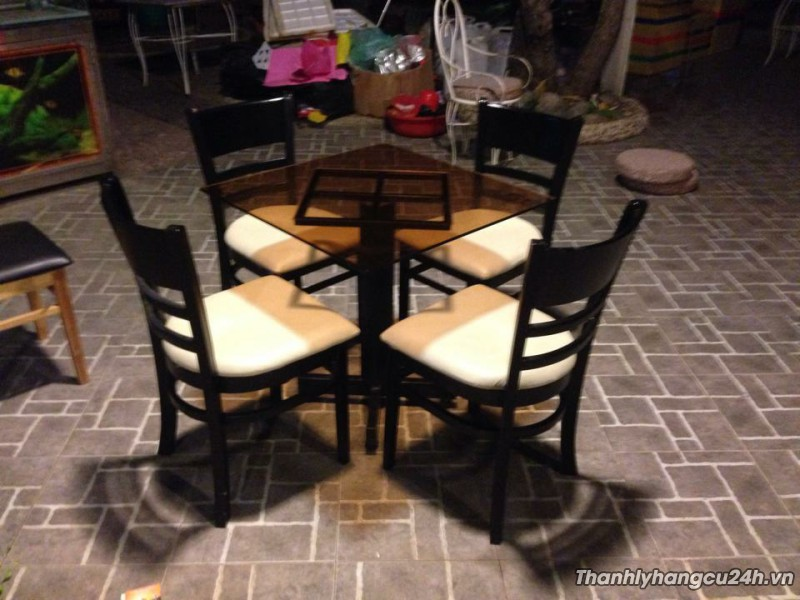 Thanh lý bàn ghế kính đen kiểu
